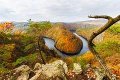 Curvatura del fiume della Moldava vicino a Krňany immagini stock libere da diritti