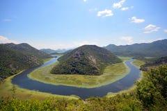curvatura do rio, montanhas, Montenegro, lago Skadar, fotografia de stock