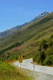 Curvatura na estrada cénico da montanha Foto de Stock Royalty Free