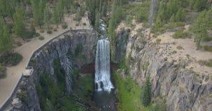 Curvatura Oregon das quedas de Tumalo