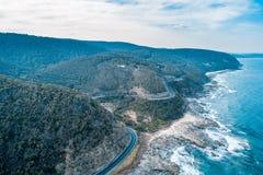 Curvaturas da grande estrada famosa do oceano imagens de stock royalty free