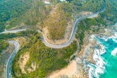 Curvaturas pitorescas da grande estrada do oceano fotografia de stock