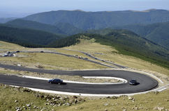 Curve dell'asfalto della montagna fotografia stock libera da diritti