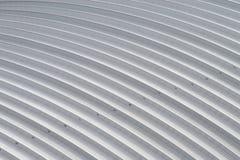 Curvi il tetto di alluminio dello strato, tetto dell'acciaio della fabbrica Fotografia Stock