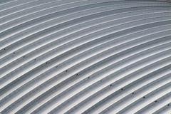 Curvi il tetto di alluminio dello strato, tetto dell'acciaio della fabbrica Immagine Stock