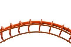 Curvo della pista arancio delle montagne russe nella fine su isolata su fondo bianco Fotografia Stock Libera da Diritti