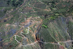 Curvy άνεμος δρόμος βόρειο Περού βουνών της Νίκαιας Στοκ Εικόνες