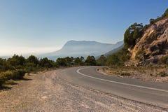 Curvy дорога Olivers на кривой с туманным взглядом южной стороны Стоковые Изображения