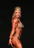 Curvy blond kroppsbyggare Royaltyfri Fotografi