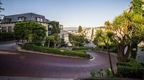 Curvy die lombard straat San Francisco winden royalty-vrije stock afbeeldingen