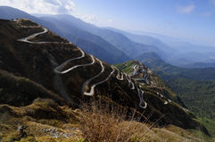 Curvy drogi na Starej Jedwabniczej trasie, Jedwabniczej handlarskiej trasie między Chiny i India, Sikkim Obrazy Royalty Free