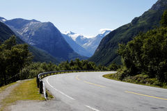 Curvy Gebirgsstraße in Norwegen Stockfotos