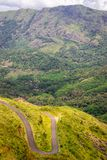 Curvy Hügel-Straßen-Ansicht vom Gipfel stockbilder