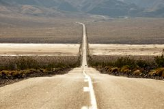 Curvy long road Royalty Free Stock Photos