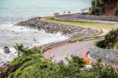 Curvy Straße durch das Meer Lizenzfreies Stockfoto