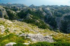 Curvy Straße zur Bergspitze Sveti Jure, Biokovo, Dalmatien, kroatisch stockfotos