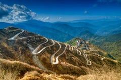 Curvy Straßen-, Silkhandelsweg zwischen China und Indien lizenzfreie stockfotos