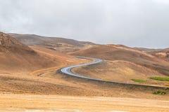 Curvy väg i Island royaltyfri fotografi