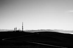 Curvy väg och antenner Fotografering för Bildbyråer