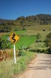 Curvy Verkehrsschild herein Thailand Stockfotos