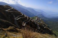 Curvywegen op Oude Zijderoute, Zijde handelroute tussen China en India, Sikkim Royalty-vrije Stock Afbeeldingen