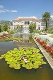 Cuscinetti di Lilly e fiori di loto ai giardini ed alla Villa Ephrussi de Rothschild, San-Jean-cappuccio-Ferrat, Francia Fotografia Stock