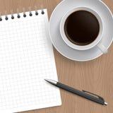 Cuscinetto in bianco di carta, della penna e del caffè Fotografia Stock Libera da Diritti