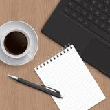 Cuscinetto in bianco di carta, della penna e del caffè Fotografie Stock