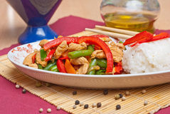 Cuscinetto tailandese con il pollo Fotografie Stock Libere da Diritti