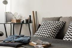 Cuscini modellati sul letto Fotografia Stock Libera da Diritti