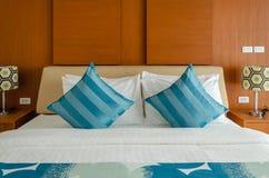 Cuscini sul letto Fotografia Stock