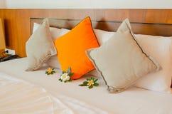 Cuscini sul letto Fotografie Stock