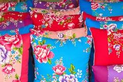 Cuscini tradizionali del tessuto stampato Fotografia Stock Libera da Diritti