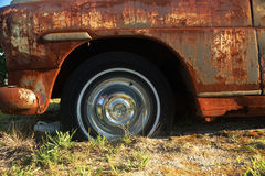 Cuscino ammortizzatore sinistro dell'automobile abbandonata Fotografie Stock