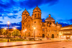 Cusco, Περού - Plaza de Armas και εκκλησία της κοινωνίας του Ιησού Στοκ φωτογραφία με δικαίωμα ελεύθερης χρήσης
