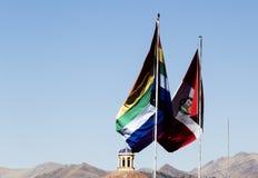 Cusco et ciel bleu de Peru Flag Flying In Clear images libres de droits