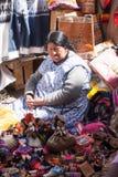 Cusco marknadskvinna royaltyfri fotografi
