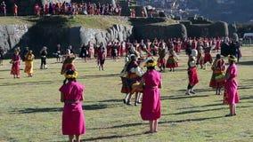 Cusco, Pérou - 06 24 2015 hommes et femmes dans Inca Costumes Inti Raymi traditionnel banque de vidéos