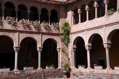 Cusco Peru, antyczny kolonialny monaster, wewnętrzny podwórze obraz royalty free