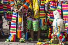 CUSCO PERU, CZERWIEC 06, 2016: - Peruwiańscy tancerze przy paradą wewnątrz Obrazy Royalty Free