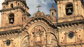 CUSCO, PERU 20 DE JUNHO DE 2016: tiro próximo da igreja da sociedade de jesus no cusco vídeos de arquivo