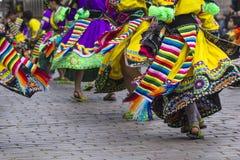 CUSCO - PERU - 6. JUNI 2016: Peruanische Tänzer an der Parade herein lizenzfreies stockfoto