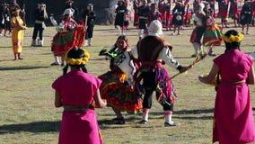 Cusco, Peru - 06 24 2015 Mannen en Vrouwen in Traditioneel Inca Costumes Inti Raymi stock videobeelden