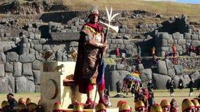 Cusco, Peru - 06 24 2015 Mannen en Vrouwen in Traditioneel Inca Costumes Inti Raymi stock footage