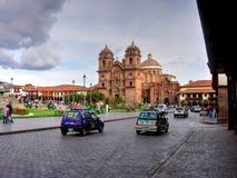 Cusco Peru - Oktober 25, 2006: Sikt över huvudsaklig fyrkant Royaltyfria Bilder