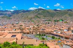 Cusco, Peru - Plaza de Armas och kyrka av samhället av Jesus arkivfoton