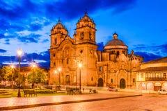 Cusco, Peru - Plaza de Armas och kyrka av samhället av Jesus royaltyfri fotografi
