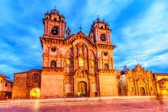 Cusco, Peru - Plaza de Armas och kyrka av samhället av Jesus fotografering för bildbyråer
