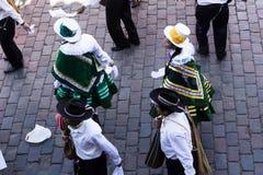 Cusco Peru South Amerika Traditional Costumes in der Parade Lizenzfreie Stockbilder