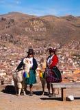 Cusco turisti quechua dei benvenuti della donna indigena del 9 luglio 2011 Immagini Stock